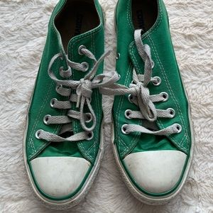 Converse low tops green
